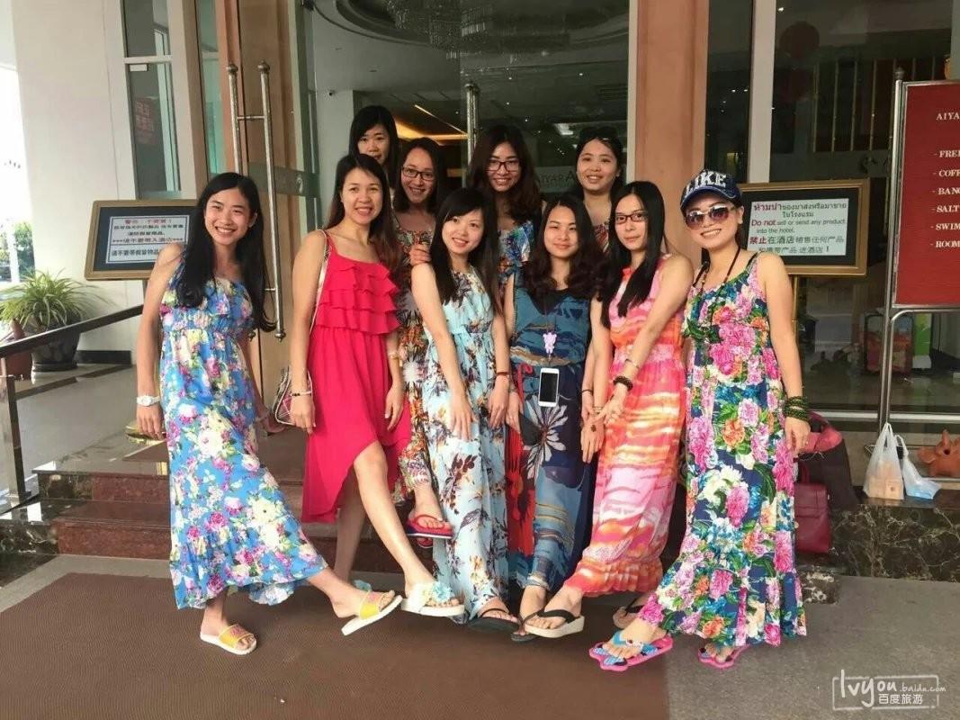 泰国女子服饰简笔画