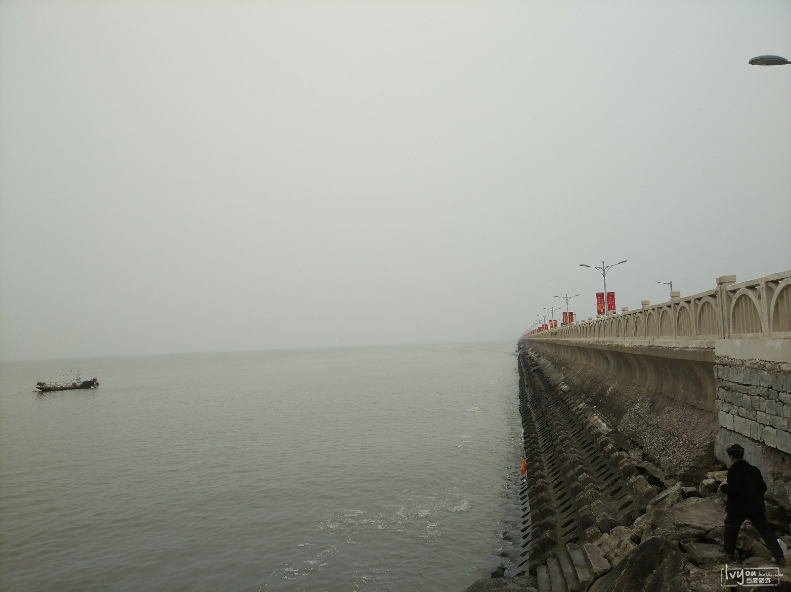 景区出来后,前往连岛,经过连岛时,拍摄的东海!