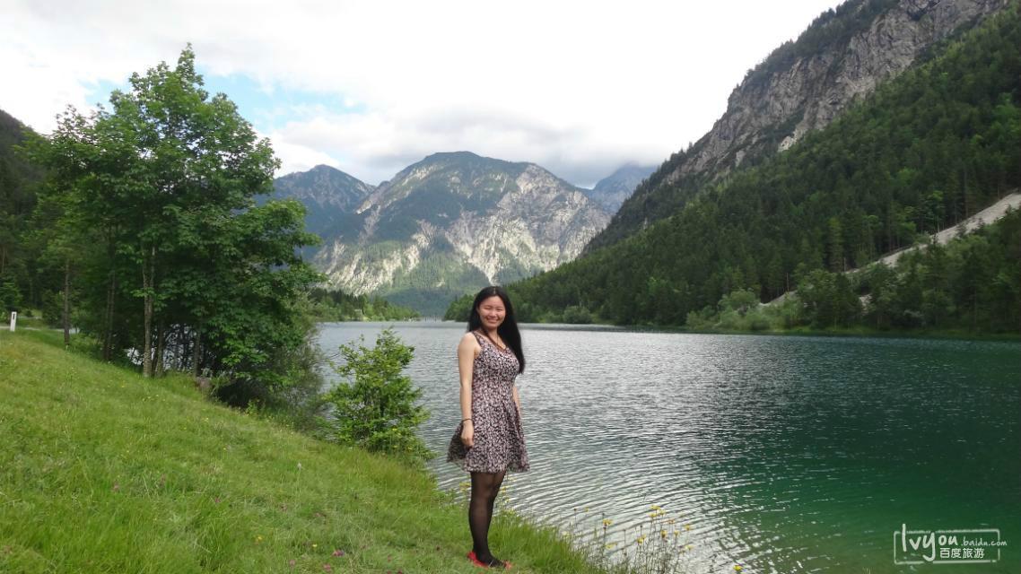 游记攻略  苏黎世游记  照片里的天鹅堡及风景如画的瑞士   路边