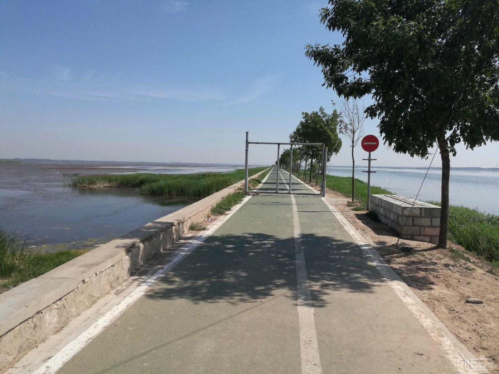向南看是冀州市新市区,风景如画,称得上水市湖城