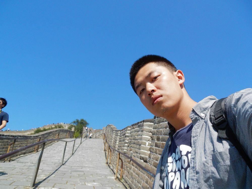 再来一张和长城的自拍图片