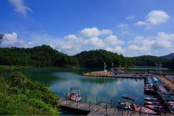 天蓝水清,风景如画图片