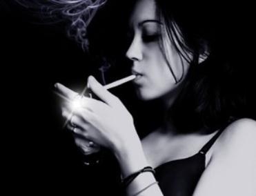 抽烟纹身喝酒的姑娘,后来都怎么样了?