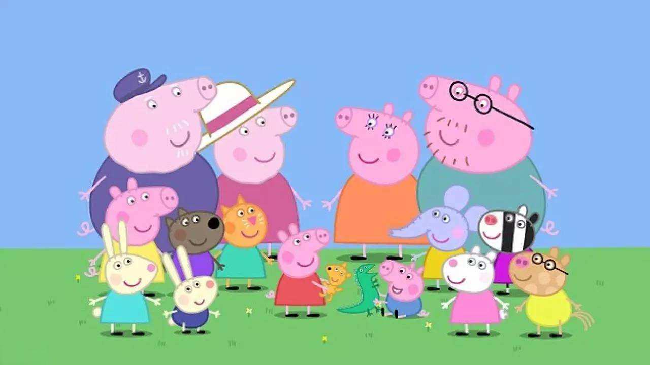 因为很可爱,小猪佩奇这个形象看上去就特别的有喜感.