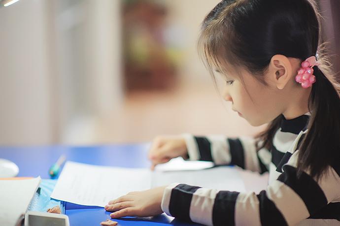 努力的孩子图片可爱