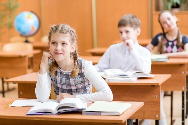 人生高中侧身?孩子高中需要早恋议论文路上图片