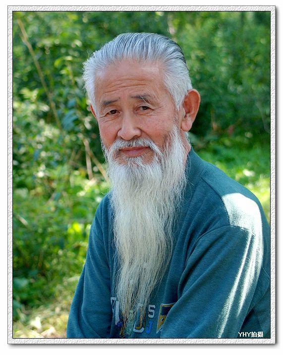 给我一张像世外高人一般的白发老者的图