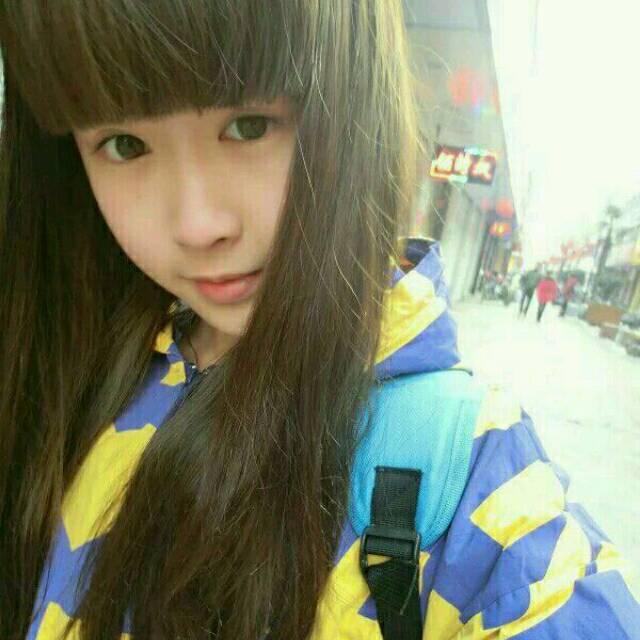 大眼睛长发齐刘海17岁女生照片一人多张
