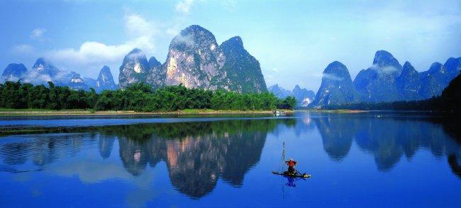 桂林风景秀美的地质原因:桂林山水属于喀斯特地貌,是石灰岩在流水的化图片