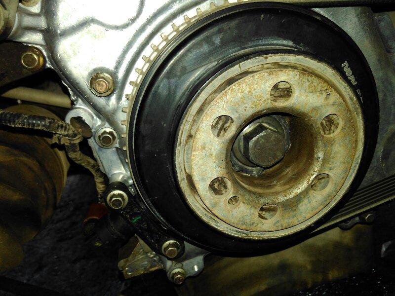 比亚迪s7拆了曲轴皮带轮没有定位肖,怎么装?要图!