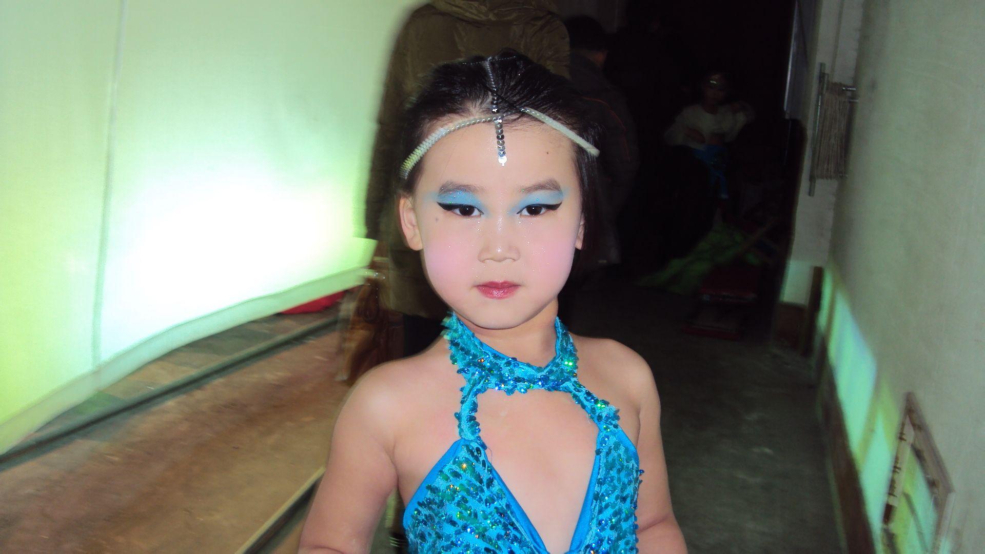 拉丁舞怎么化妆,要注意什么,最好有图片.谢谢图片