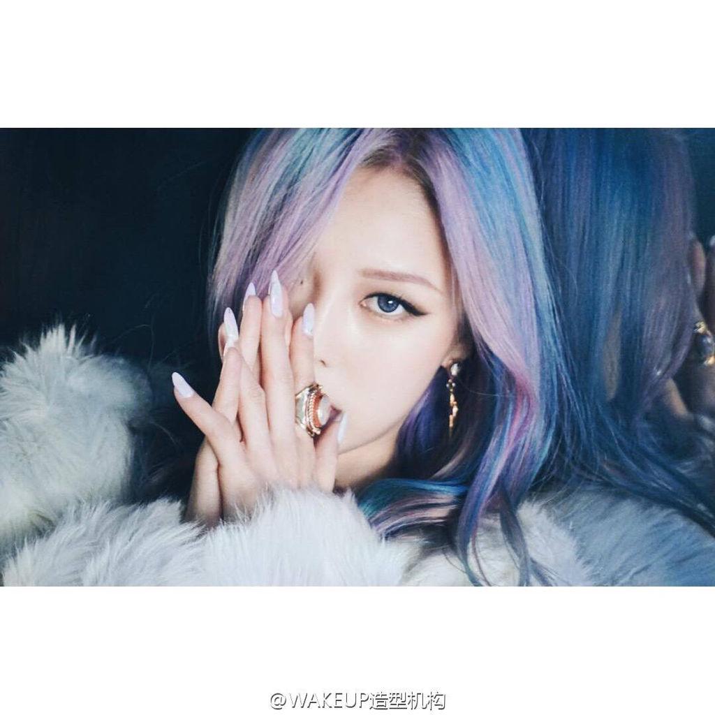 微博里的粉色+女生头发的女生是谁呢,急哟~_百qq头像蓝色2019最新版图片