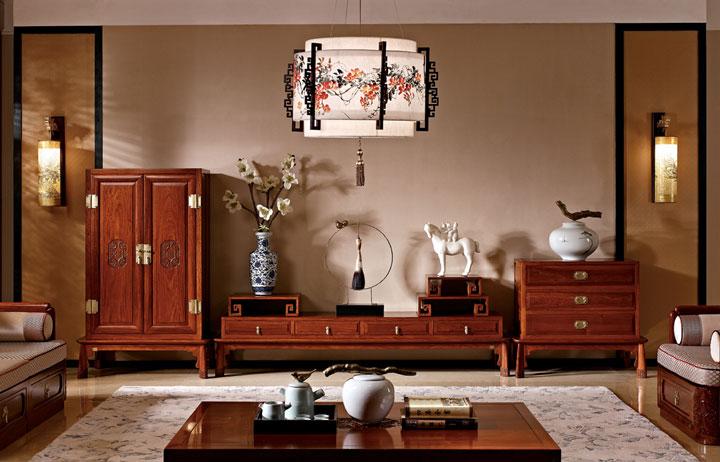 客厅摆红木沙发电视背景墙怎么配