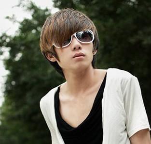 18岁男生比较帅的发型,跪求.最好有图片.05图片