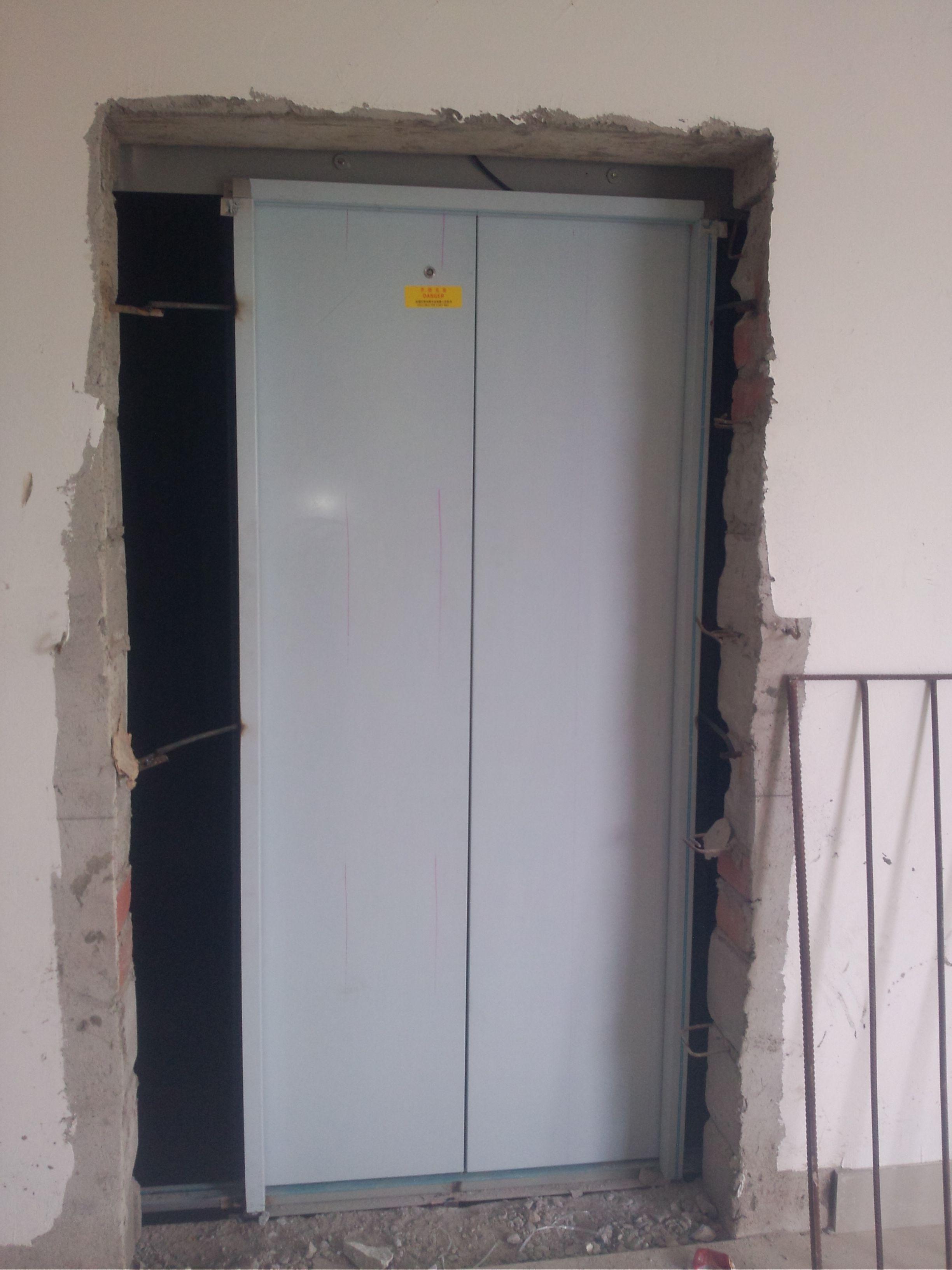 电梯层门门框与墙体连接是否有要求?具体可以查看哪个