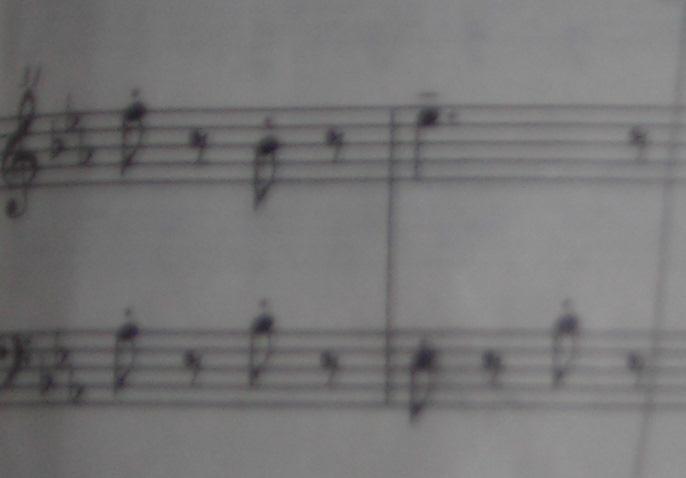 请问,两只老虎钢琴曲五线谱的上划线是什么意思?