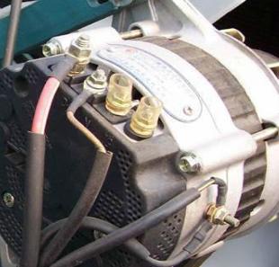 农用车怎样接电启动,有电瓶,起动机,发电机,调节器,点火开关!