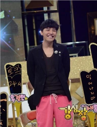 想要gd权志龙在20110222强心脏里穿粉红裤子的照片.
