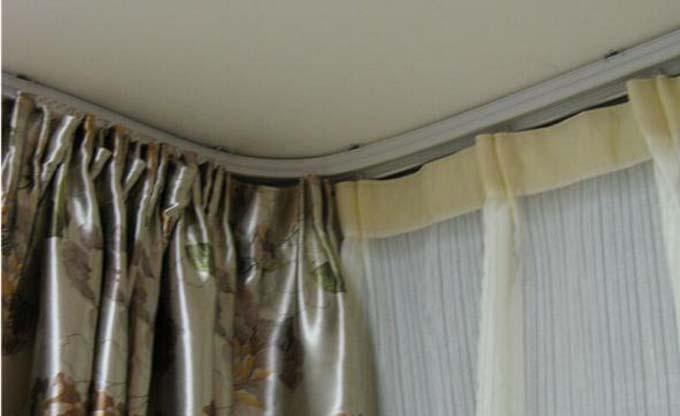 窗帘轨道的安装过程