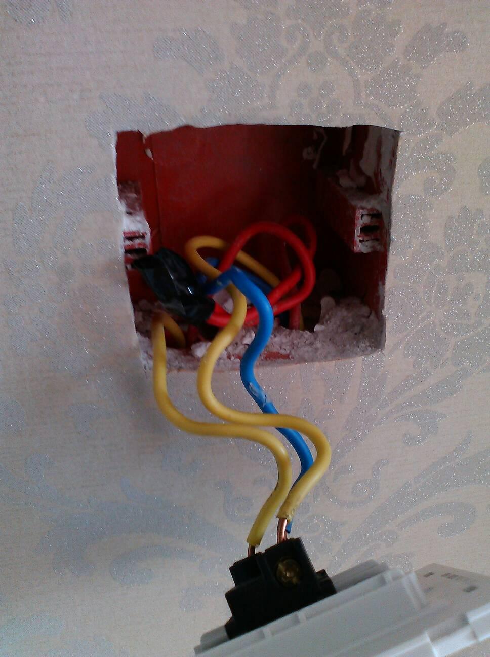 三开有一个双控如何接线?一个开关控制灯带有双控,两.
