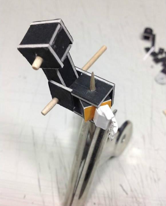 用纸做擎天柱手工的方法