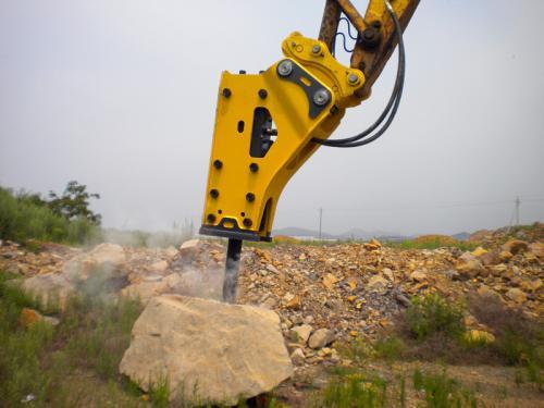破碎器打击力度的大小和破碎器本身氮气压力有关,打击频率和液压油图片