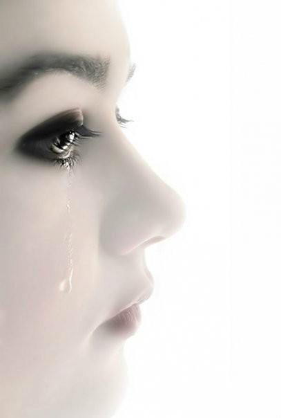 跪求一个大眼睛闭着流泪的图片,我要放到qq头像上的,越好看越好