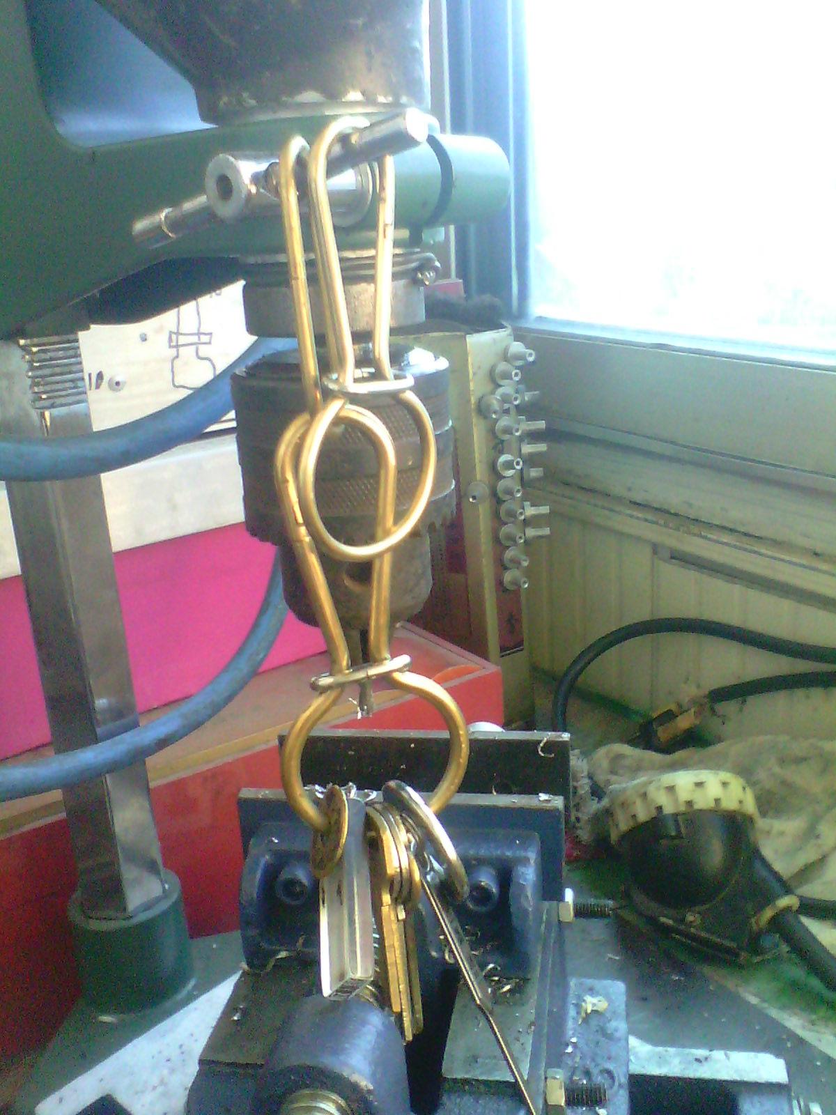 我手工制作的,有不锈钢焊条的和铜焊条的,你看看那种