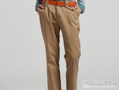 16岁,男生 身高170cm,55kg,不黑不白,卡其色裤子 配什么样子颜色的