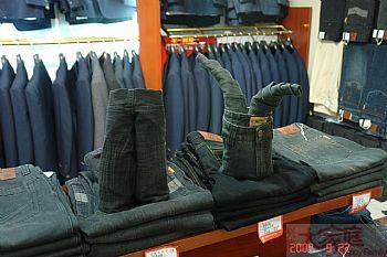 牛仔裤的折叠陈列方法,如如何叠成各种各样的造型,具体看图!