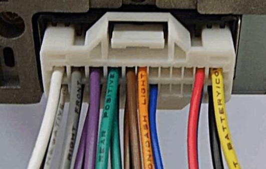 现代的cd机上没有显示接线,插线也没有.要这么找到cd机的火线.ac线.