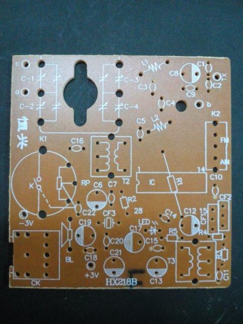 这是收音机电路板,请问磁棒线圈焊在哪,线圈一端有三根线,另一断一根