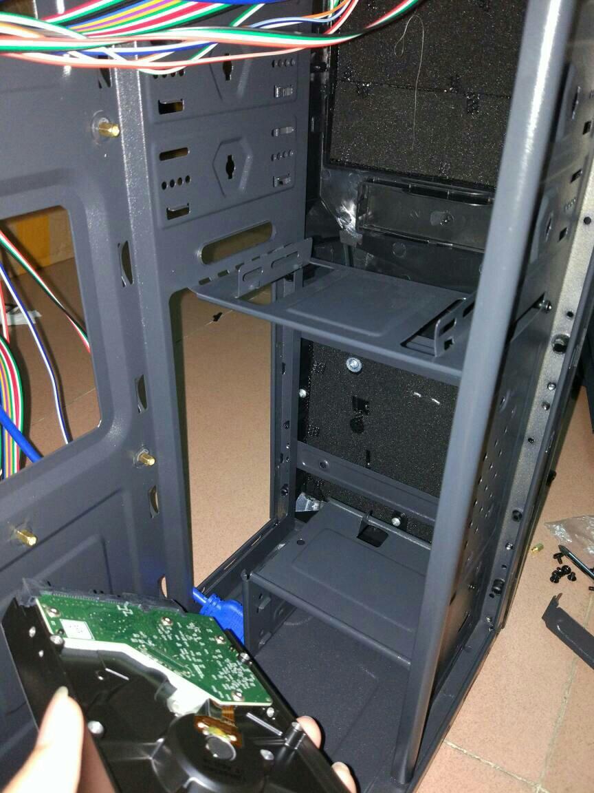 电脑主机装机,机械硬盘怎么装?