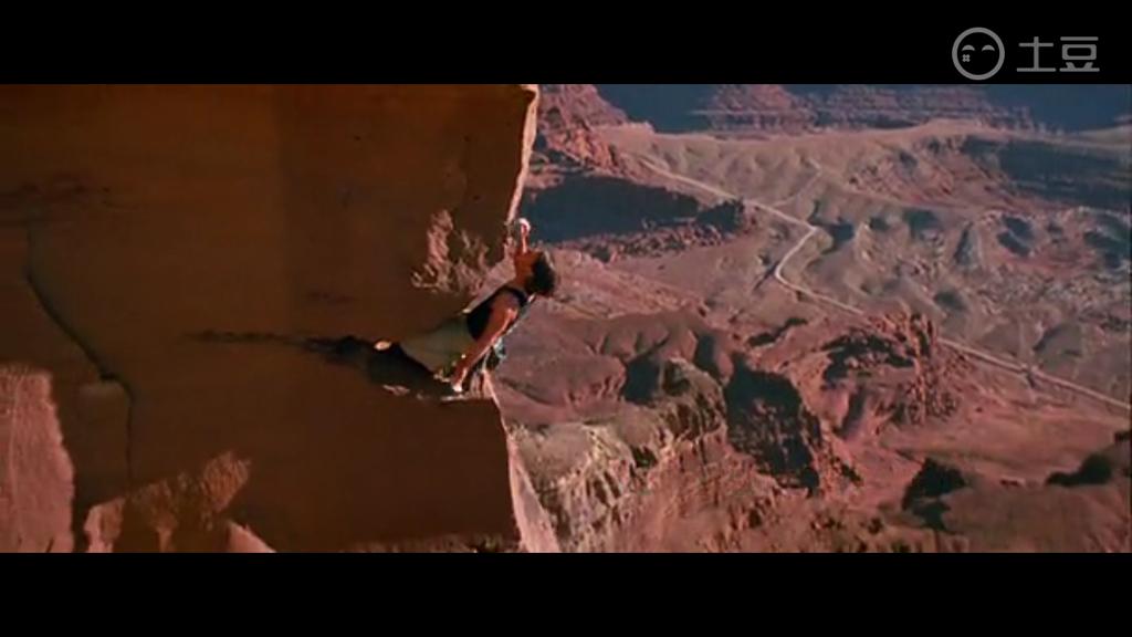 25 碟中谍2男主角爬山用了替身吗?