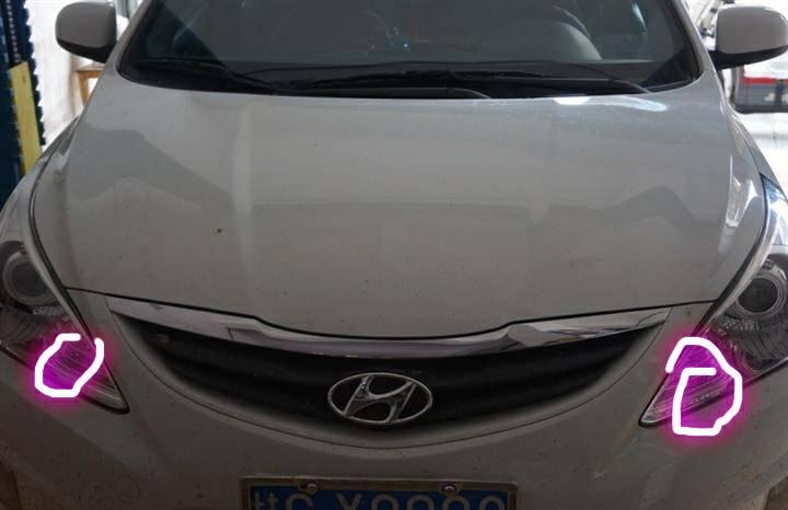 现代瑞纳汽车前面最上面的和大灯一起的小灯怎么关(看图 图上圈住的
