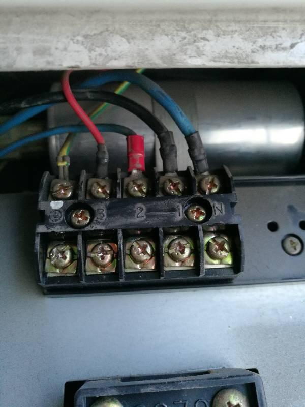 夏普空调外机接线怎么接,颜色对不上