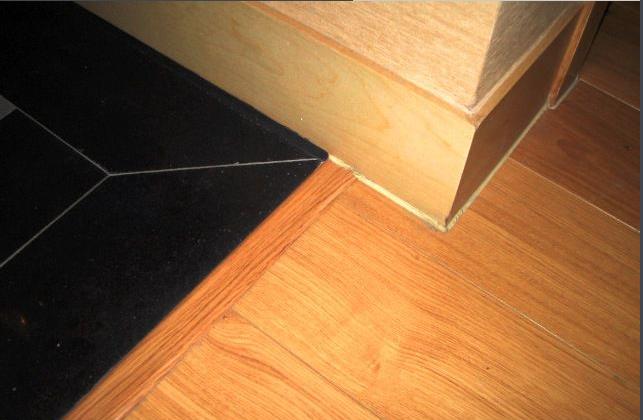 木地板与地砖铺贴厚度高差过大(20mm)如何处理?
