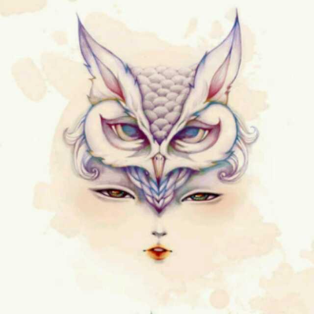 有一张图片,是一个女的头上戴着猫头鹰面具的,好像是一幅画,有没有人