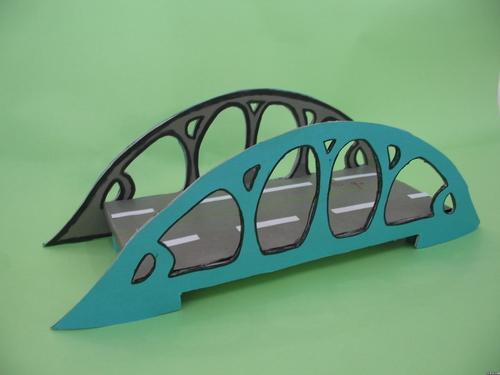 用一张卡纸怎么剪一个立体桥?图片