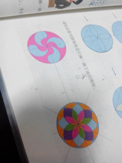用圆规画出美丽的图案.要的是步骤列上里的图案.