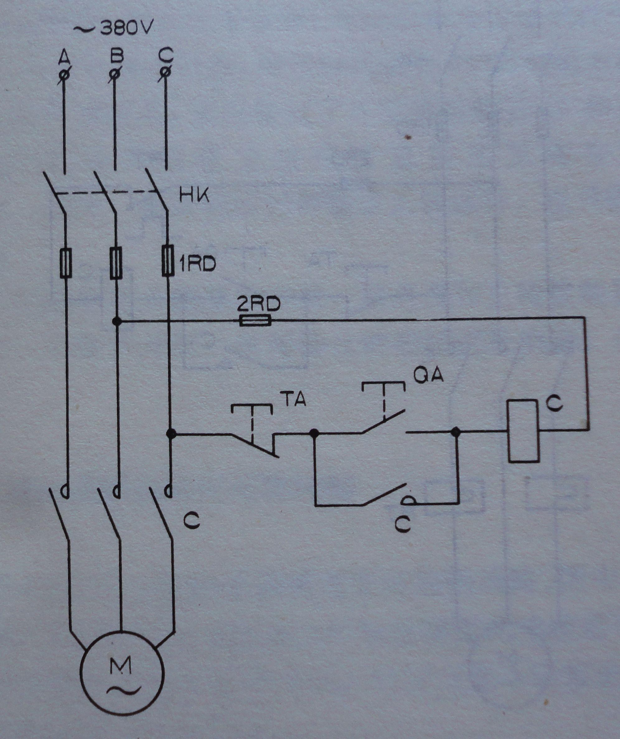 使用空开,交流接触器,启动按钮和停止按钮,组成电路控制电动机工作