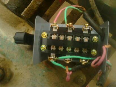 请问yl100l-4型单相双值电容电动机和hy2-15倒顺开关怎么接线?