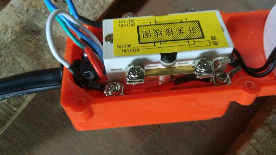 单相双电容吊机手柄上下开关接线图