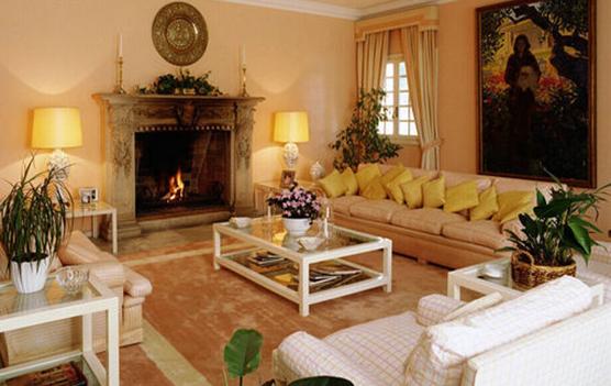 展开全部   欧式风格的客厅设计充满着优雅自然的质感,墙壁是浅米色