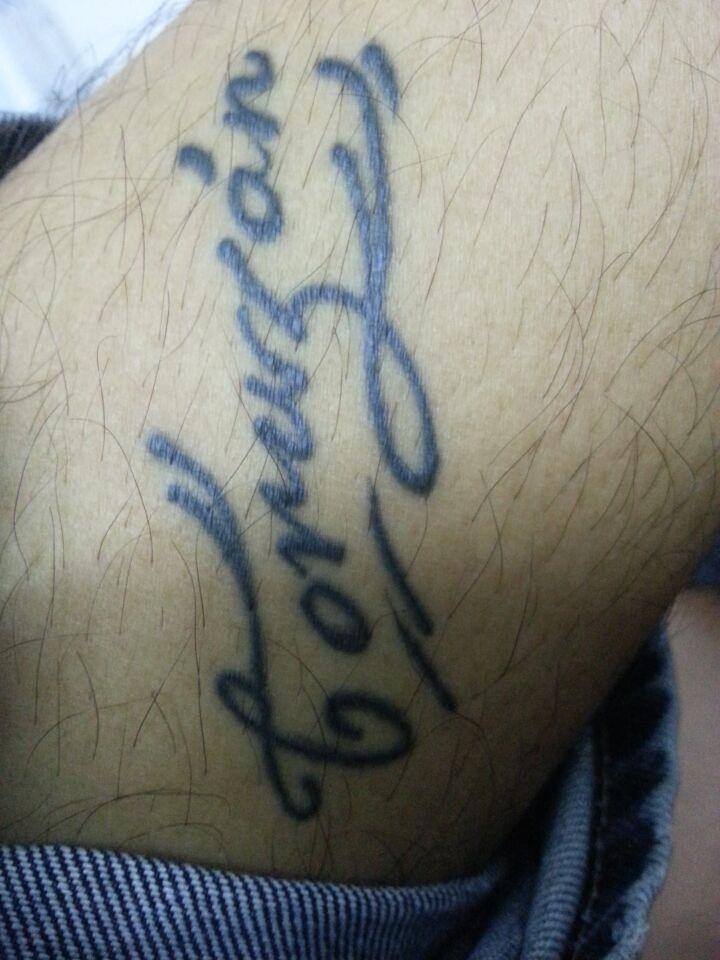 谁知道这个纹身英语什么意思?图片