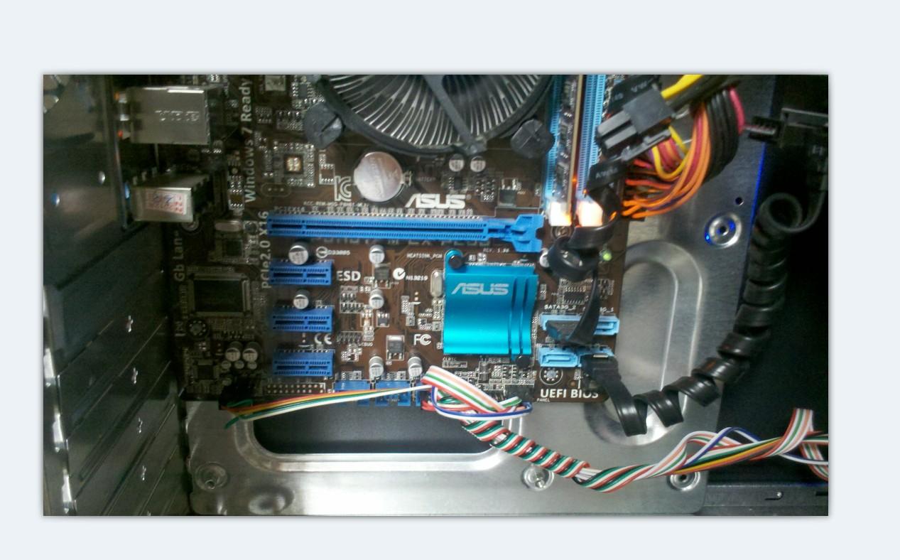 华硕智能主板p8h61-m有pci插槽吗?
