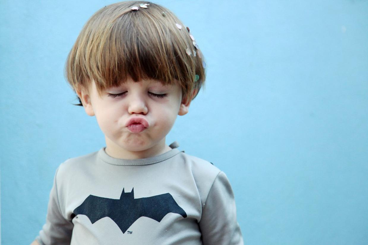 求一张欧美男孩嘟嘴的头像原图.