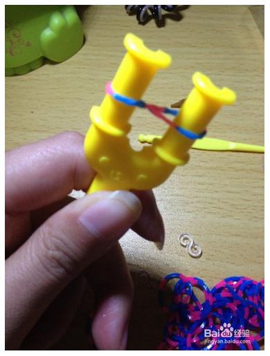 韩国橡皮筋手链编法