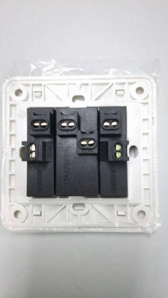 西门子3开单控插座怎么接线,开关上面有6个孔,可暗盒里面只有5根线 怎