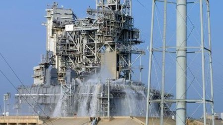 火箭发射台上喷出千吨清水,原来是为了这个原因